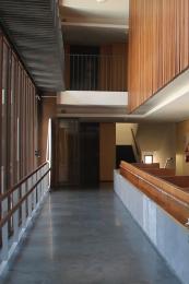 Todos los espacios que utilizan los residentes tienen barandillas para facilitar la movilidad
