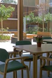 Sala polivalente con acceso al jardín